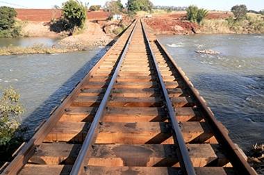 Ponte arrastada por enchente é reconstruída em 35 dias
